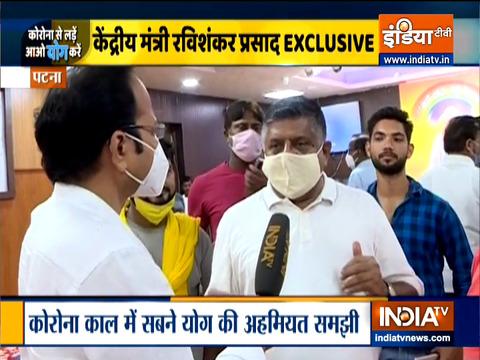 अंतरराष्ट्रीय योग दिवस पर केंद्रीय मंत्री रविशंकर प्रसाद ने किया योग