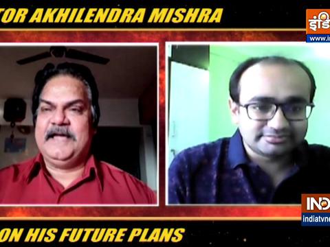 अखिलेंद्र मिश्रा का कहना है कि बेहतरीन अभिनय के लिए एक्टर्स को थियेटर से जुड़े रहना चाहिए