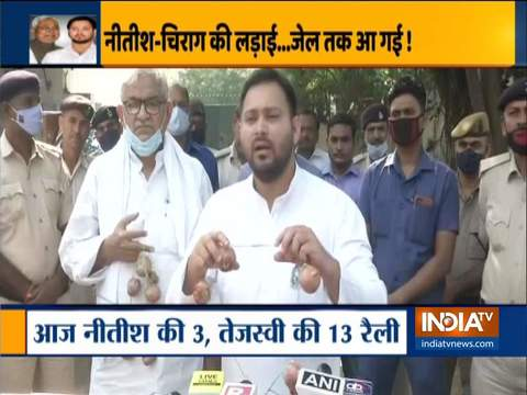Tejashwi Yadav attacks BJP government, campaigns with onion garland