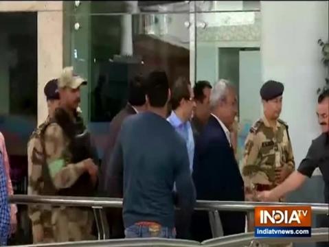 Maharashtra CM Uddhav Thackeray arrives at Delhi airport, to meet PM Modi today