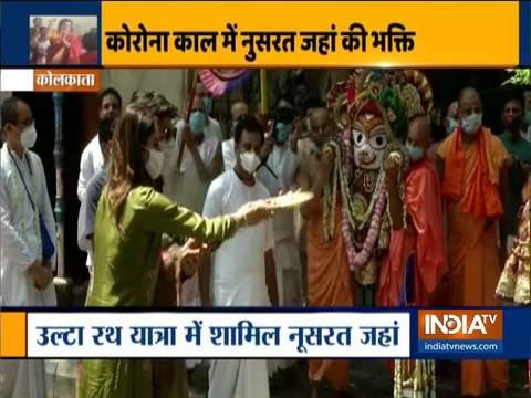 तृणमूल कांग्रेस के सांसद नुसरत जहां ने कोलकाता में उल्टा रथ यात्रा समारोह में भाग लिया