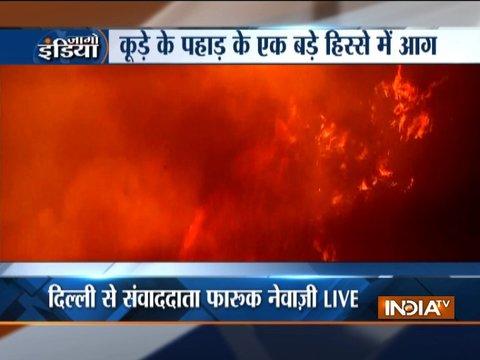 दिल्ली के भलस्वा लैंडफिल साइट पर लगी भीषण आग