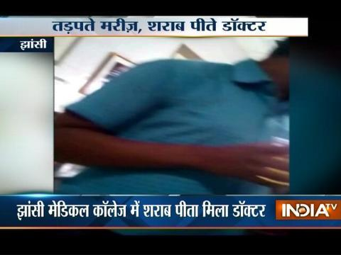 Shameful ! Doctor caught drinking liquor on duty at a Govt hospital in Jhansi