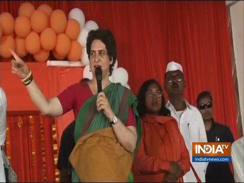 प्रयागराज में प्रियंका गांधी ने जनसभा को संबोधित किया