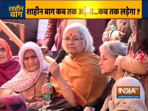 एससी मध्यस्थ साधना रामचंद्रन शाहीन बाग प्रदर्शनकारियों से कर रही हैं बातचीत