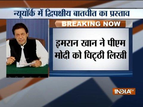 पाकिस्तान के पीएम इमरान खान ने पीएम मोदी को चिट्ठी लिखकर दोनों देशों के बीच बातचीत शुरू करने का अनुरोध किया